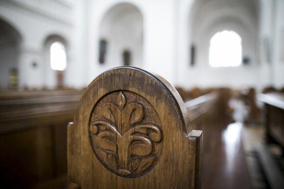 Bažnyčioje dirbanti Lina atvirai apie darbo užkulisius ir kolegas, kurių neįmanoma surasti