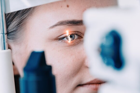 Perspėja diabetikus dėl kavos ir cigarečių: dėl jų auga rizika susirgti rimtomis akių ligomis