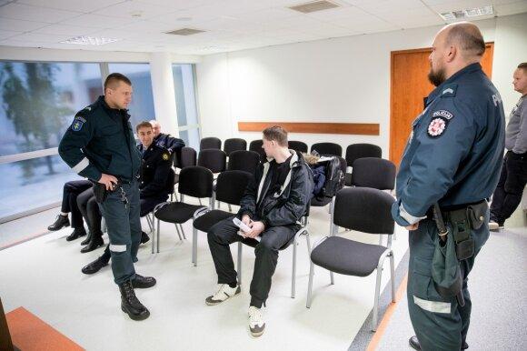 Garsus kalinys siautėjo Lukiškėse: įžeistiems pareigūnams trūko kantrybė