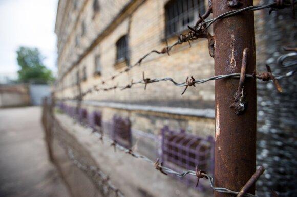 Žiaurumu visą Lietuvą šokiravęs 17-metės žudikas per daug kentėjo, todėl gaus solidžią kompensaciją