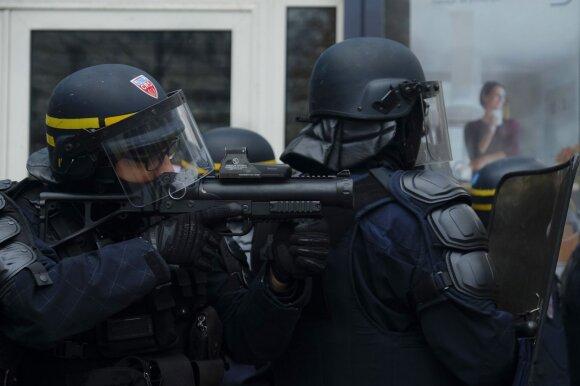 Prancūziją antrą dieną paralyžiuoja masinis streikas, baiminamasi smurto proveržio