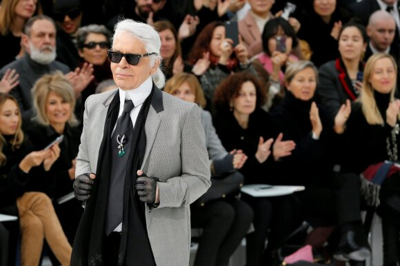 Karlas Lagerfeldas kolekcijos pristatyme