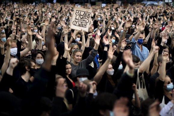 """Su nerimu stebi tendencijas Europoje: dabar """"gėda būti baltajam"""""""