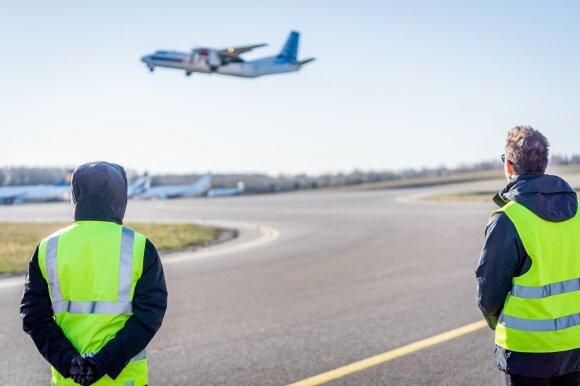 Sparčiai atsigavę skrydžiai vėl ima stoti: galimi kelionių scenarijai ir išliekančios rizikos