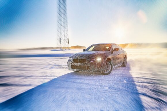 """Naujasis """"BMW i4"""""""