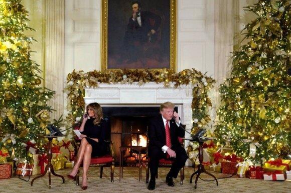 Donaldas Trumpas ir Melania Trump atsako į kalėdinius vaikų skambučius