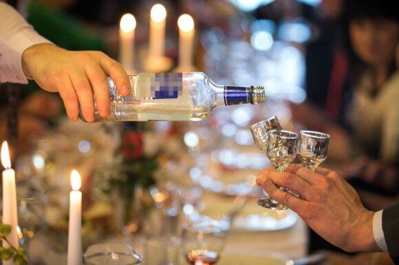 Toksikologė papasakojo įdomių dalykų apie alkoholį ir jo poveikį: įvardijo ypač pavojingą derinį