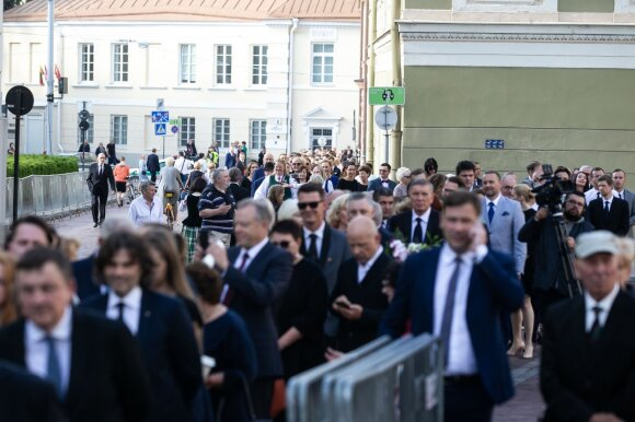 Prezidentūroje – audras kėlęs Nausėdos priėmimas su slėptu svečių sąrašu: susirinko marga išsipuošusi publika