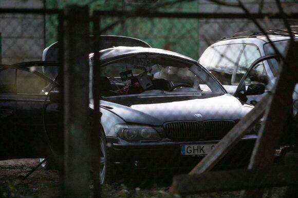 Didelis sujudimas Vilniaus prekybos centro aikštelėje: į BMW automobilį įmestas įtartinas daiktas sprogo