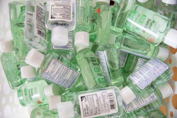 Neadekvačios dezinfekantų kainos piktina ne vieną: JAV vietoje 10 prašo 400 dolerių