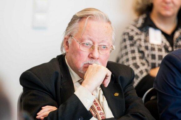 V. Landsbergis pasakė, ką galvoja apie spektaklį, kuriame veikia jis ir K. Prunskienė