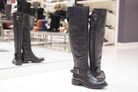 Sužinojusi kainą avalynės taisykloje panoro griebti batus meistrui iš rankų ir bėgti
