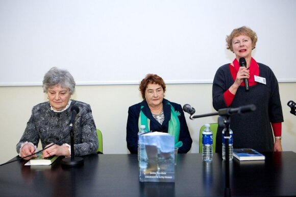 """Janinos Survilaitės romano """"Emigrantė ir alpių piemuo"""" pristatymas"""