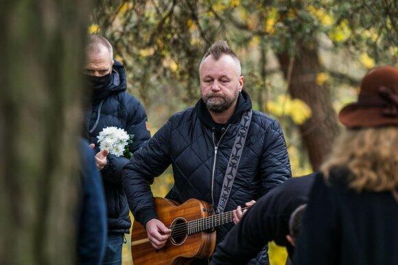 """Grupės """"Bix"""" nario Skirmanto Gibavičiaus laidotuvės"""