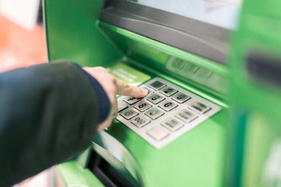 Seimas siūlo bankams prievolę, kad iki bankomato keliauti netektų toliau nei 5 kilometrus