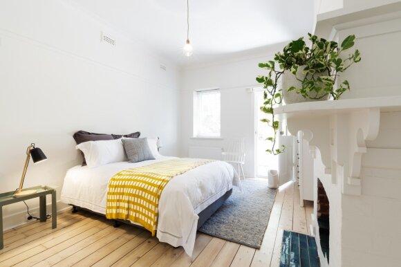 Mergina pagyveno net 25 butuose: įvardijo 4 svarbiausius dalykus, kurių ieškoti būste