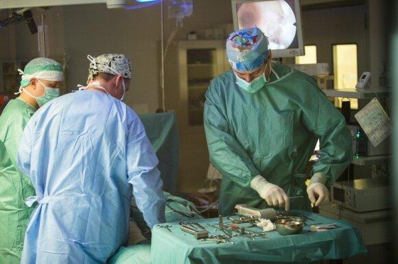 Lietuvos medikai ryžosi operacijai, kurios imtis bijojo ukrainiečiai: Oksanai išoperavo gigantišką auglį