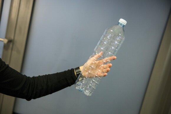 Parodė neįtikėtiną būdą, kaip susigarbanoti plaukus su plastikiniu buteliu