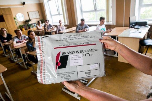 Abiturientai laiko lietuvių kalbos ir literatūros egzaminą