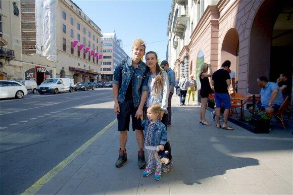Donatas Montvydas, Veronika Montvydienė su dukrele Adele