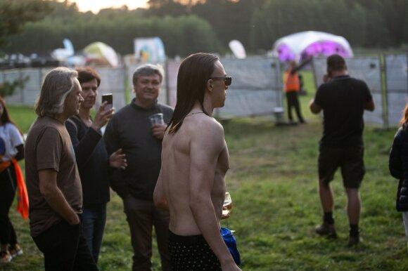Lietuvoje šėlęs ir vien su kelnaitėmis likęs Tommy Cashas – išskirtiniame interviu: kartais ta mano pusė tampa pavojinga