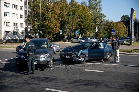 Pasakojo, kaip jautėsi po patirtų avarijų: pradžioje net įlipti į automobilį buvo baisu