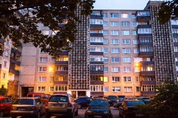 Sovietmečio daugiabučių keistenybės: kam reikalingas langas vonioje ir kodėl durys atidaromos į vidų?