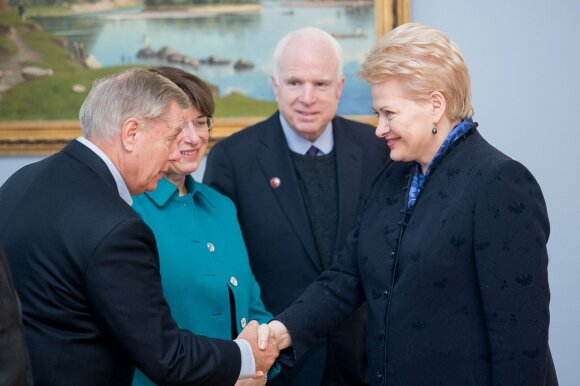 Dalia Grybauskaitė with the US Senators Senators Lindsey Graham, Amy Klobuchar and  John McCain