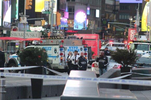 Niujorko Taimso aikštėje aidėjo šūviai: tarp sužeistųjų – ir ketverių mergaitė
