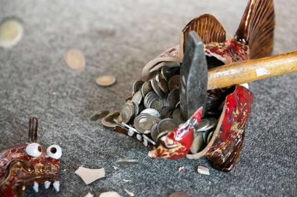 Kaimynės pasigedo slaugos ligoninėje mirusios senolės pinigų: pamena pažertas šimtines