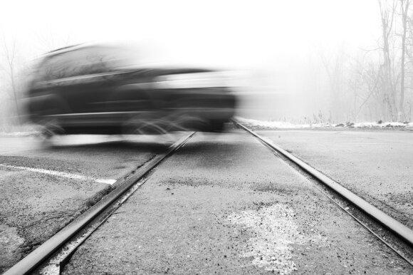 Kodėl lapkritį avarijų skaičius išauga dvigubai: draudikai pirštais bado į vairuotojus
