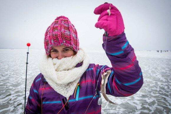 """Savaitgalį Kuršių marių ledą """"okupuos"""" žvejai"""