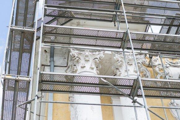 Tvarkomas kone 100 metų remonto nematęs Panevėžio katedros stogas