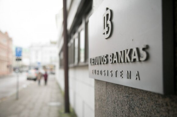 Central bank sees two key risks for financial system