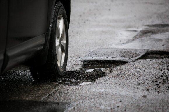 Dėl duobėtų kelių dažniausiai nukenčia vokiški automobiliai – kas jiems sugenda pirmiausia?