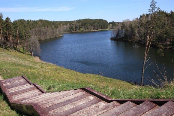 Naujas pažintinis takas ant vieno gražiausių piliakalnių Lietuvoje abejingų nepalieka: ši vieta pranoksta lūkesčius