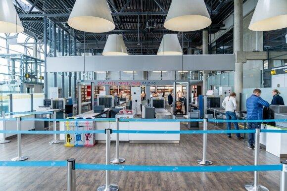 Gudrybės, kurių griebiamasi oro uostuose, siekiant išvilioti iš keleivių kuo daugiau pinigų