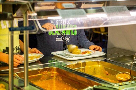 Pietūs mokyklos valgykloje