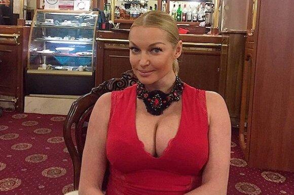 Волочкова поразила огромной грудью