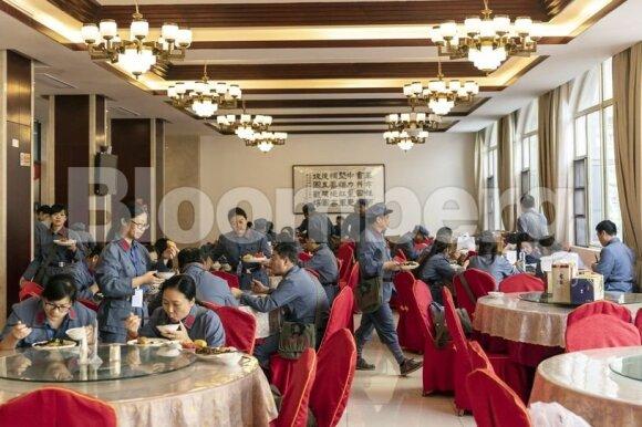 """Raudonasis turizmas Kinijoje: milijardas gyventojų raginamas lankyti """"šventas"""" Mao vietas"""