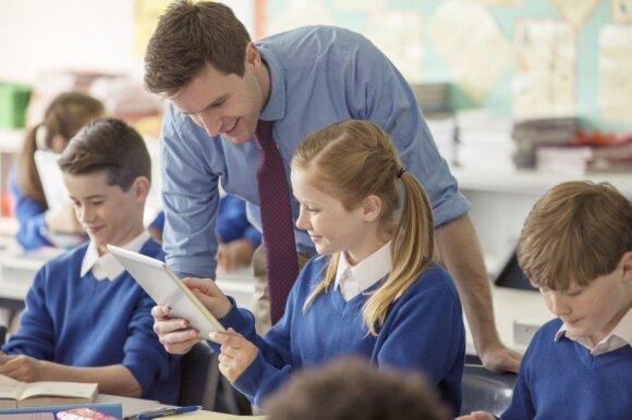 Bando daužyti mitą, kad mokytojai nesugeba naudotis technologijomis