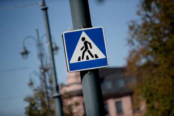 Atkreipė dėmesį į dažną pėsčiųjų klaidą: sukelia pavojų ne tik sau, bet ir kitiems