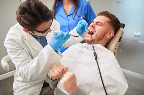 Dantistas turėjo atlikti sudėtingą procedūrą.