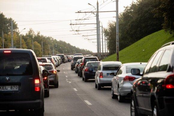 Prognozuojamos pirmosios šalnos: ką prisiminti turėtų nemalonumų nenorintys vairuotojai
