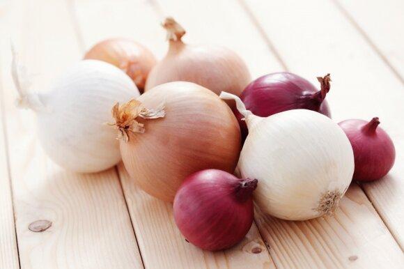 Kodėl svogūnai verti visų virtuvėje išspaustų ašarų?