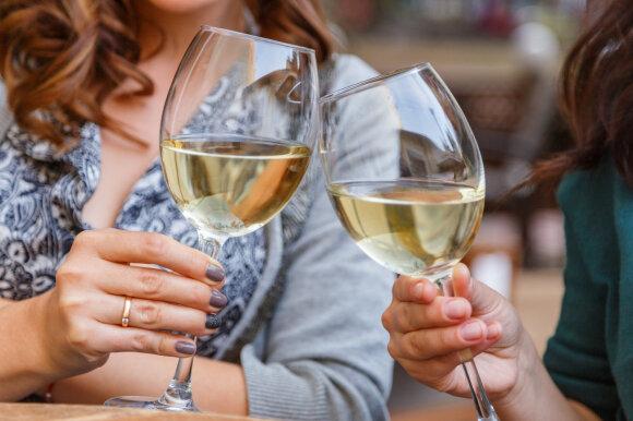 Kaip laikyti vyno taurę