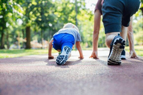 Vaikai bėga