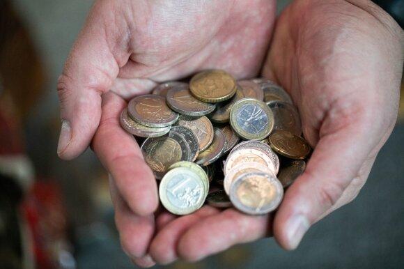 Išskirtinė situacija: indėlių palūkanos nulinės, bet lietuviai į bankus neša milijonus
