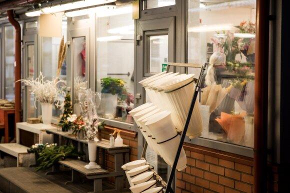 Gėlių salonų savininkai: nusivylimą kelia nesąžininga konkurencija