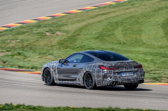 BMW naująjį M8 pristato ne tik norintiems komforto, bet ir aštrių potyrių lenktynių trasoje